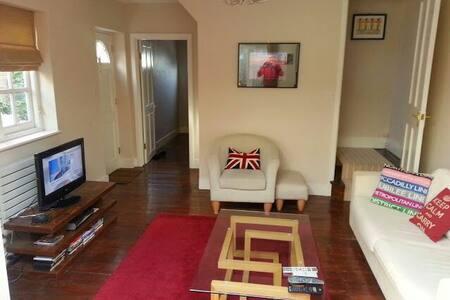 Great 2/3 bed cottage in centre - Twickenham - Hus