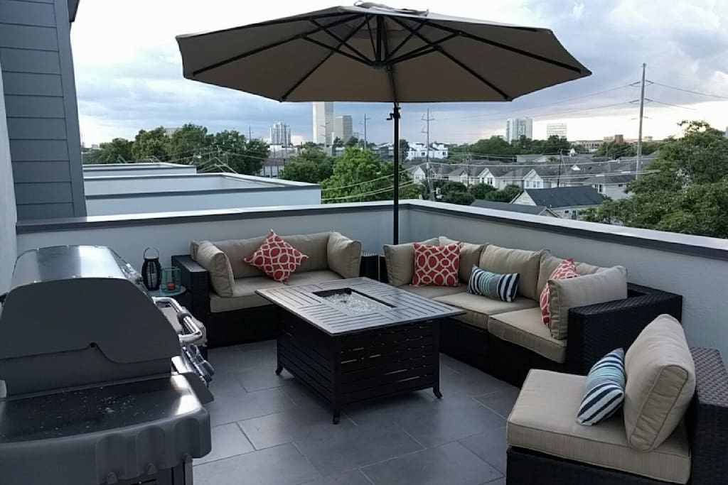 Roof deck with gas grill and fire pit!