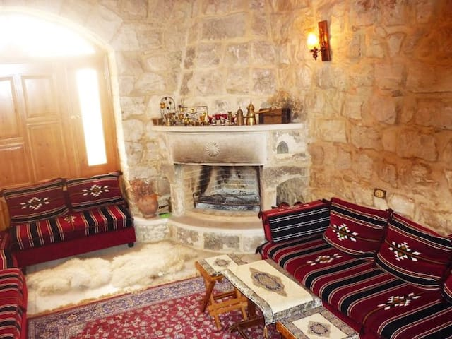 Nature Panoramic view, Mountain, Fresh Air, Cozy - Khraybeh - Bed & Breakfast