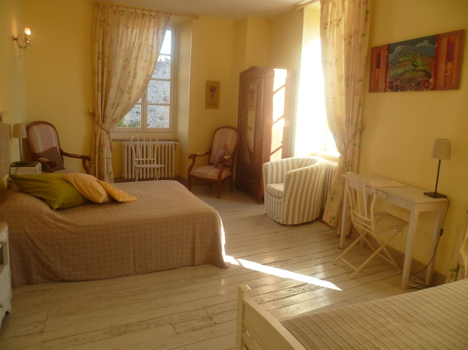 Les anges au plafond bed breakfasts for rent in montolieu languedoc roussillon france - Bed plafond ...