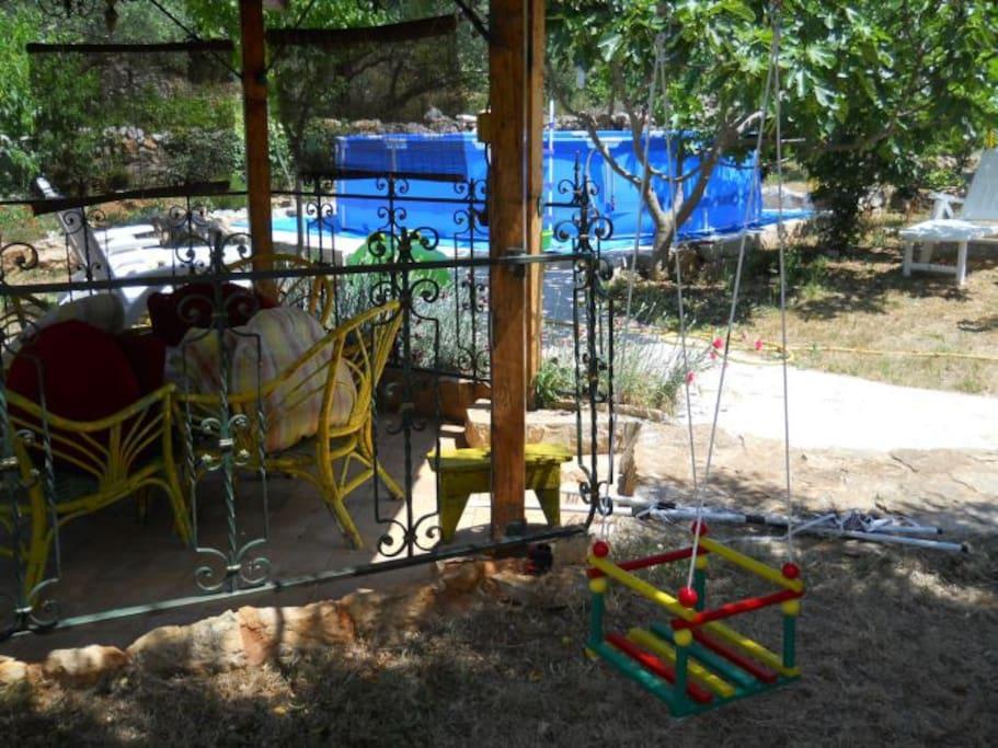 sjenica za odmor,objed i druženje u vrtu 550m2