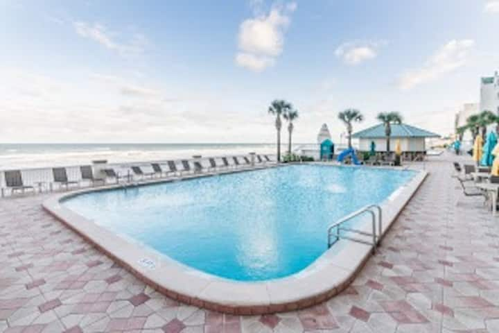 Beach Front Resort w/ 4 pools: City View