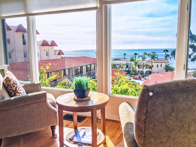 Gorgeous Cottage with Full Ocean Views in Village - San Diego - House