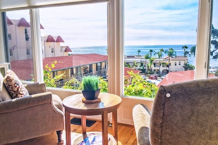 Gorgeous Cottage with Full Ocean Views in Village - San Diego