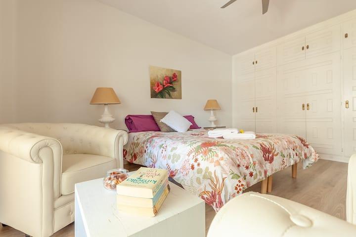 Modern, elegant & spacious 2 bed beach&sunny apt
