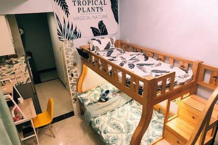 (心语名宿)温馨双层床,北欧简约风民宿,位于万达广场,临近唐道637,一站式购物体验。