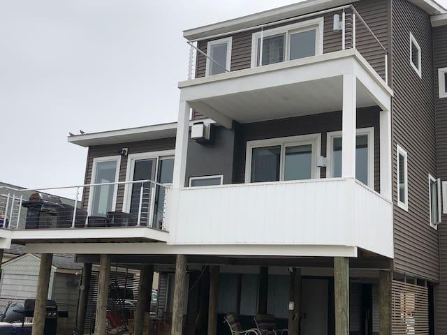 Modern loft shore home