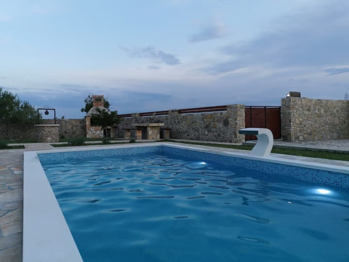 Nice villa with pool, total privacy