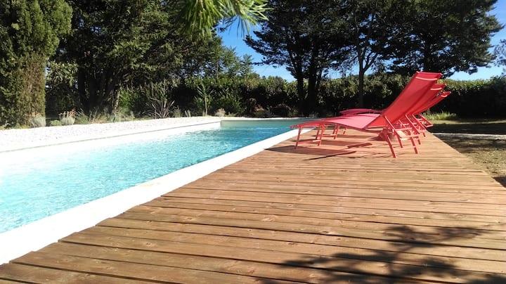 Les Figuiers Maison et grand  jardin avec piscine