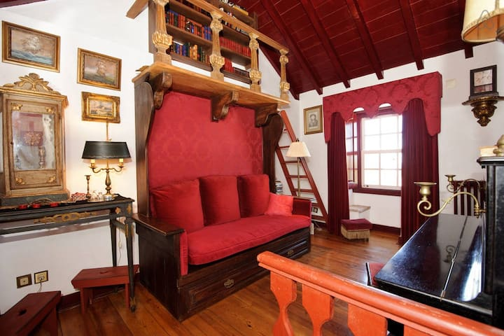 Casa da Folha: charming XIX Century inspired house