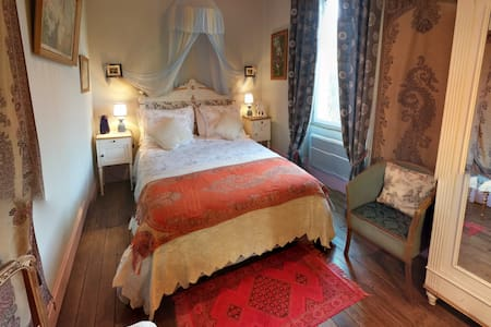 Comfortable rooms with small lounge (L'Alchimiste) - Saint-Bonnet-Tronçais - Bed & Breakfast