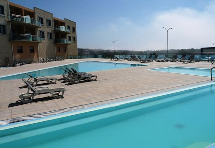 Reef beach apartment, a clean confy beach flat. - Mafra - Appartement