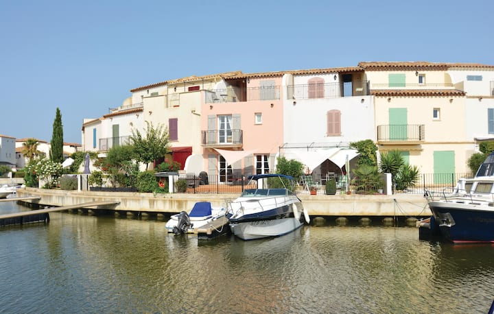 Nice home in Aigues-Mortes with Jacuzzi, WiFi and 3 Bedrooms
