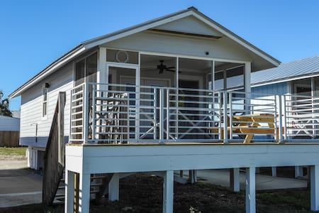 Scallop Cove #4  - 2 Bedroom Cottage on the Bay.