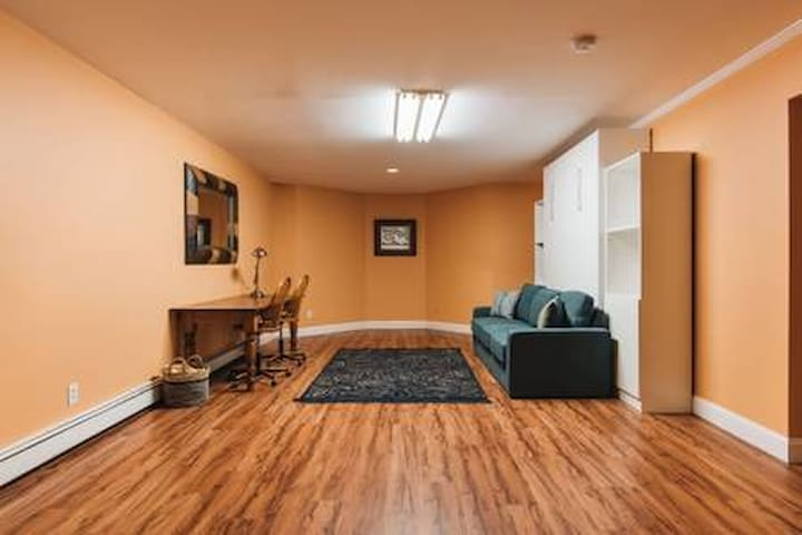 Private 2 bed Guest Suite - Historic Tarrytown