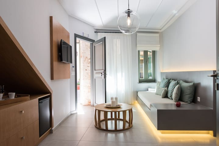 ~The 48 Economy Apartment in Old  Port in Chania~
