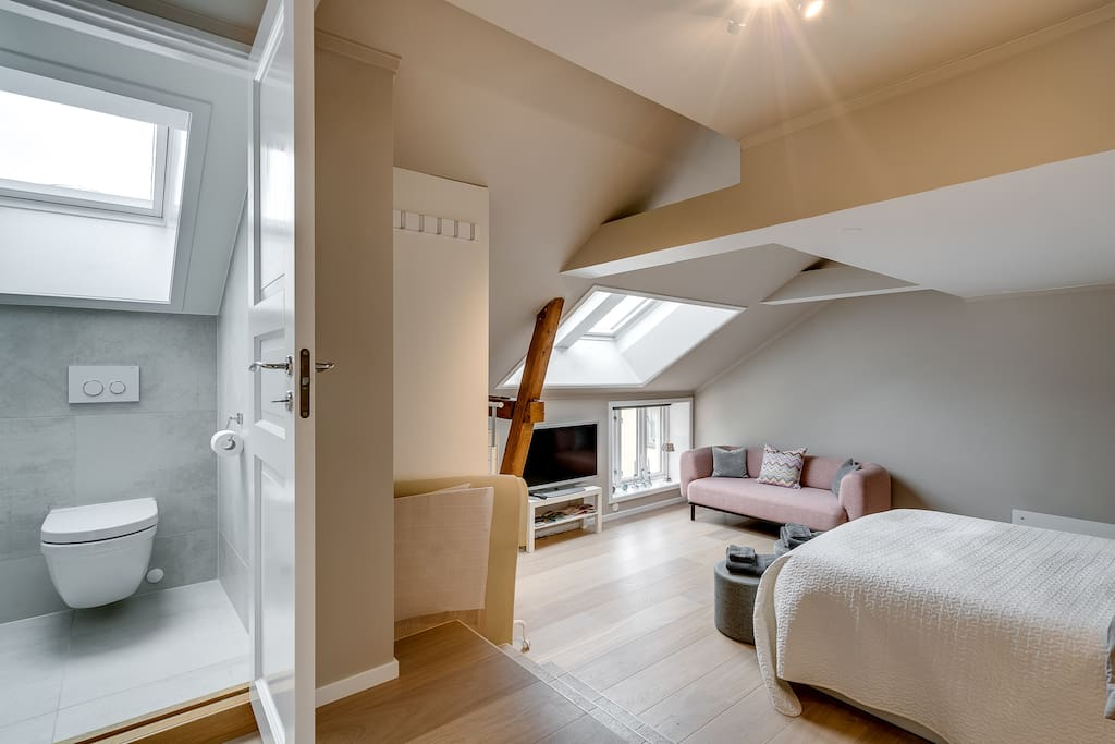 bedroom with private WC