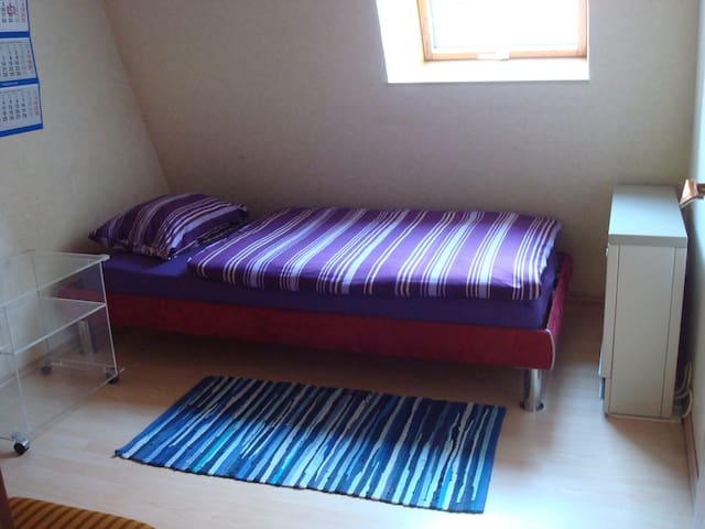 Private single room 5 minutes on foot from outlets - Metzingen