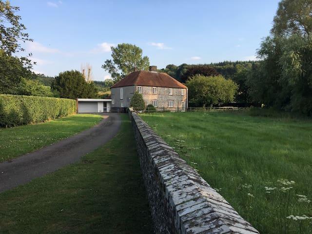1700's Hunting Lodge, Goodwood, single rm Charlton
