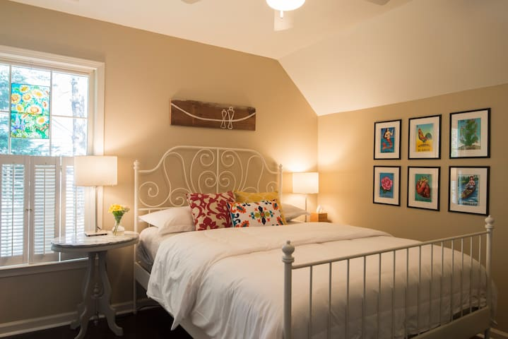 Delightful Rooms with Breakfast - Huntersville - Hus