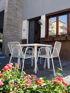 CENTRA HOUSE - Big gardened flat near Rome