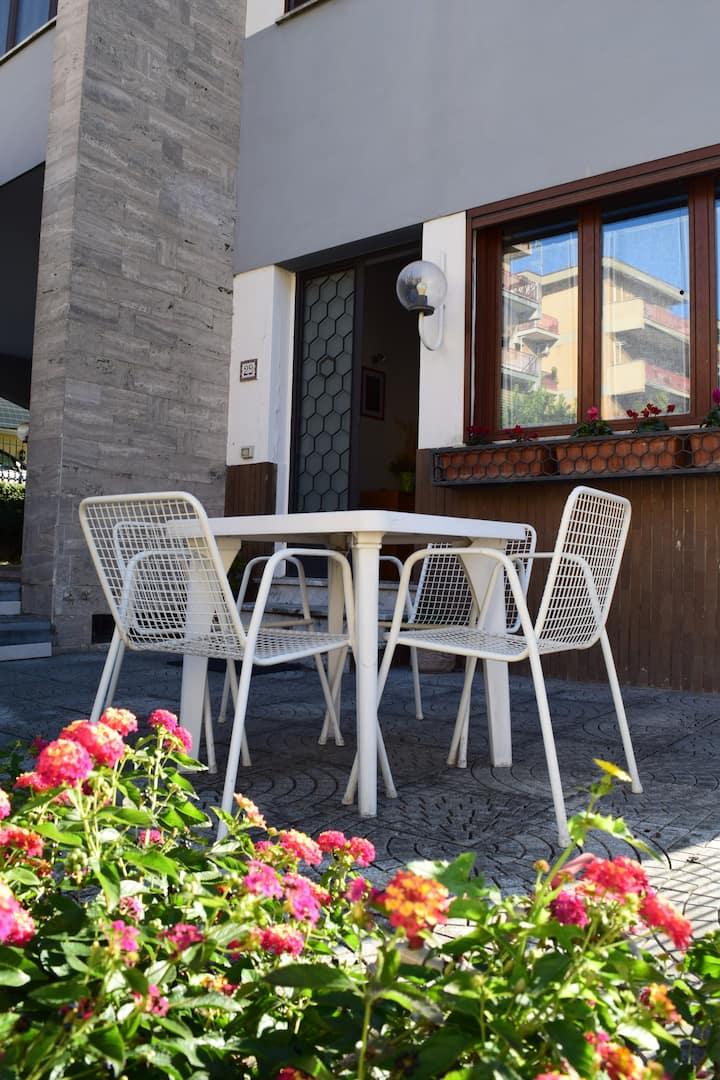 CENTRA HOUSE - appartamento panoramico vicino Roma