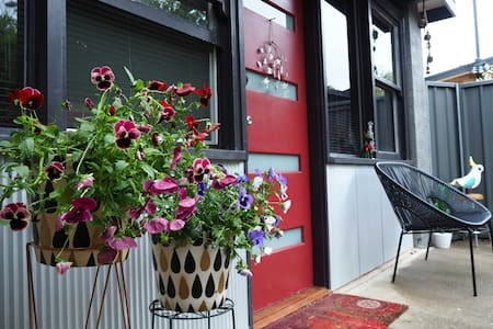 Traveller's Haven-Private Cottage 5KM to Civic - Watson - 住宿加早餐