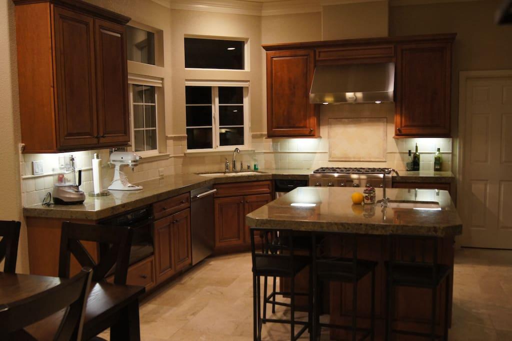 Gourmet kitchen w/Thermador appliances