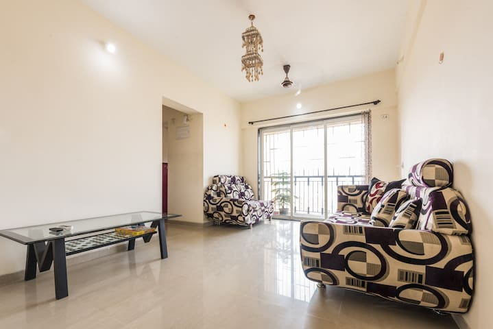 Thane-Mumbai Spacious Apartment with Mountain View - Thane - Apartmen