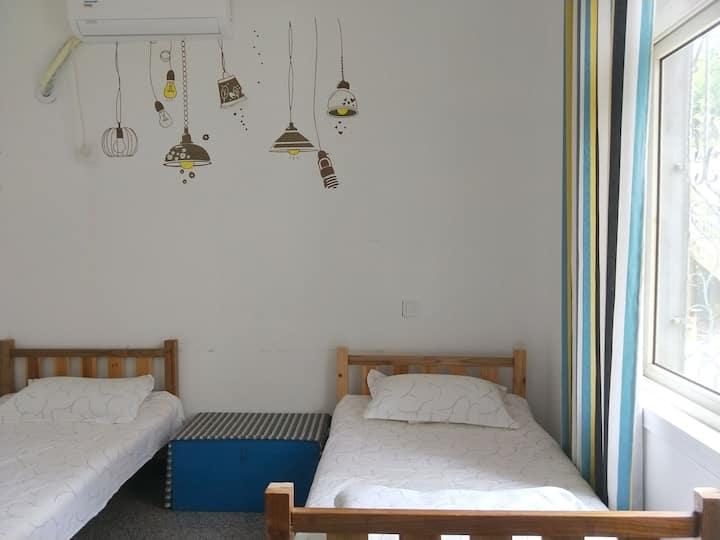 庐山好汉波登山广场起点~简洁双床4人套间/一个有温度、小清新and舒适的house :)
