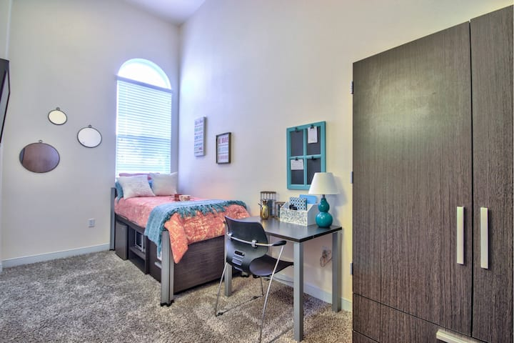 Studio Apartment at lovely Suits on Paseo