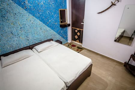 Backpacker Panda Friends -A/C Double room, Agra - Agra - Guesthouse