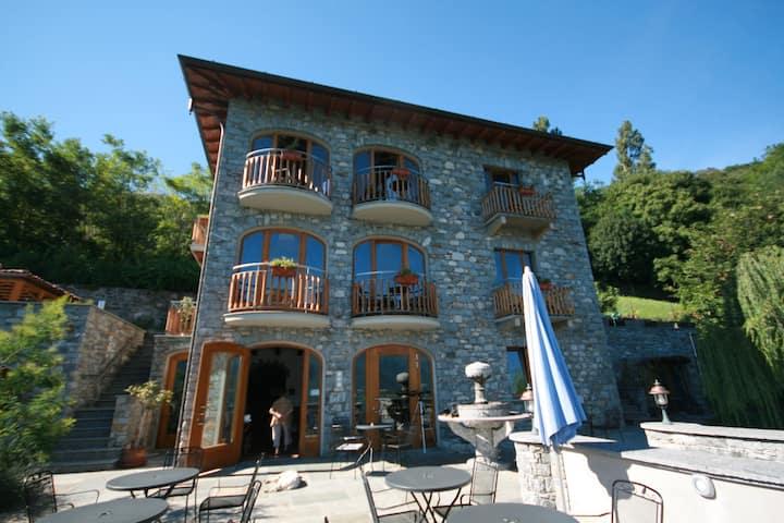 Wunderschöne Villa in Trezzone mit Blick auf den Comer See