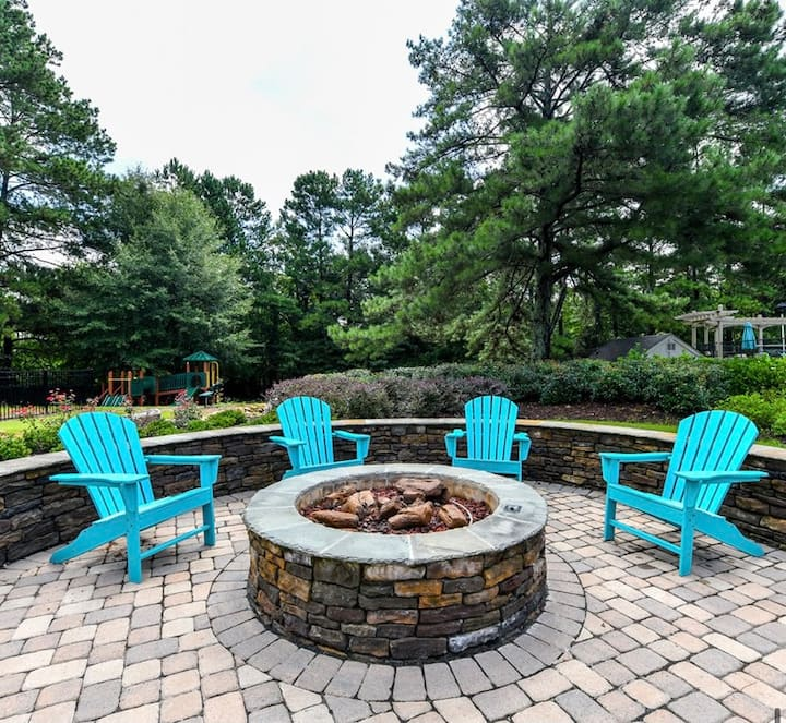 Gated, Clean, and Quiet Townhome in Sandy Springs