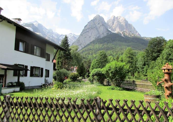 Traumhaft gelegene Wohnung mit 2 Balkonen