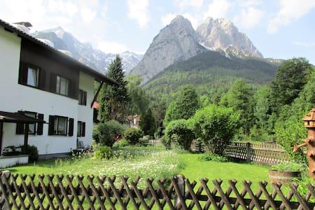 Traumhaft gelegene Wohnung mit 3 Balkonen