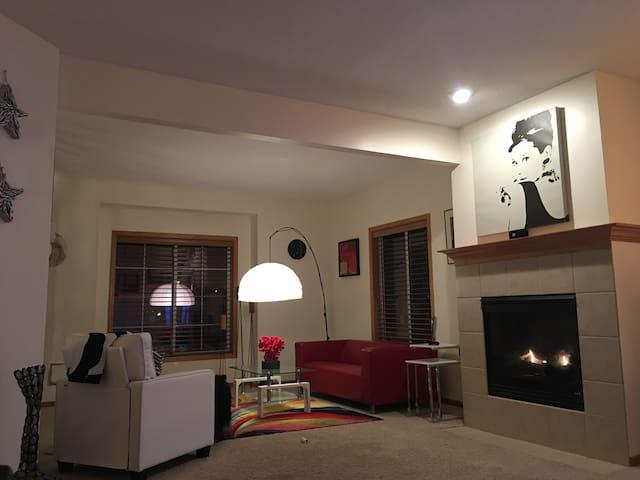 Modern Home close to Minneapolis!