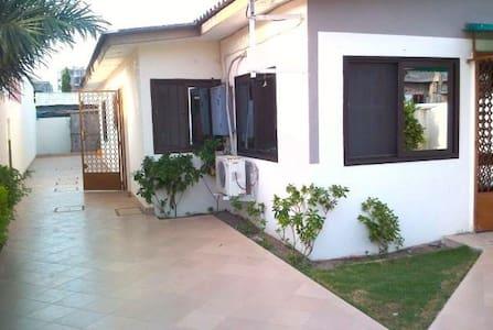 Paisible villa à Cotonou - Cotonou - Vila