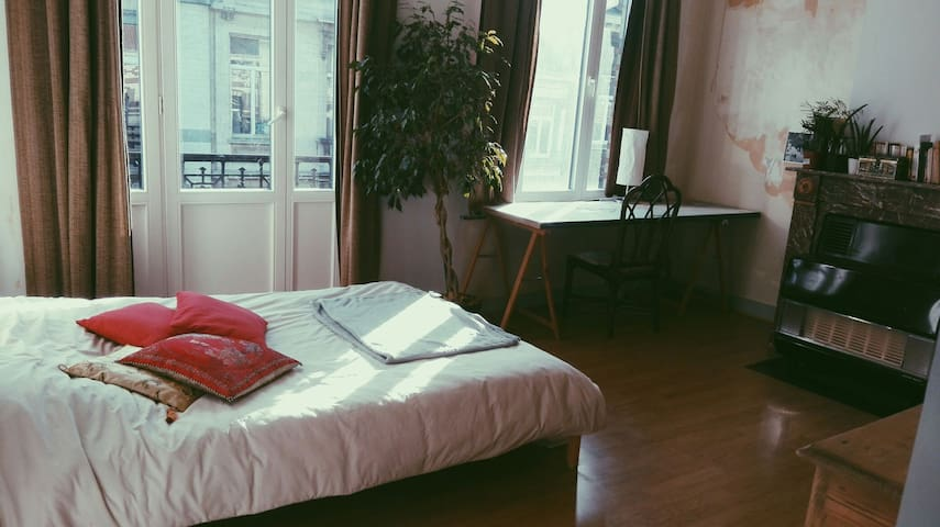 Art appartment, near Place Flagey - Ixelles - Daire
