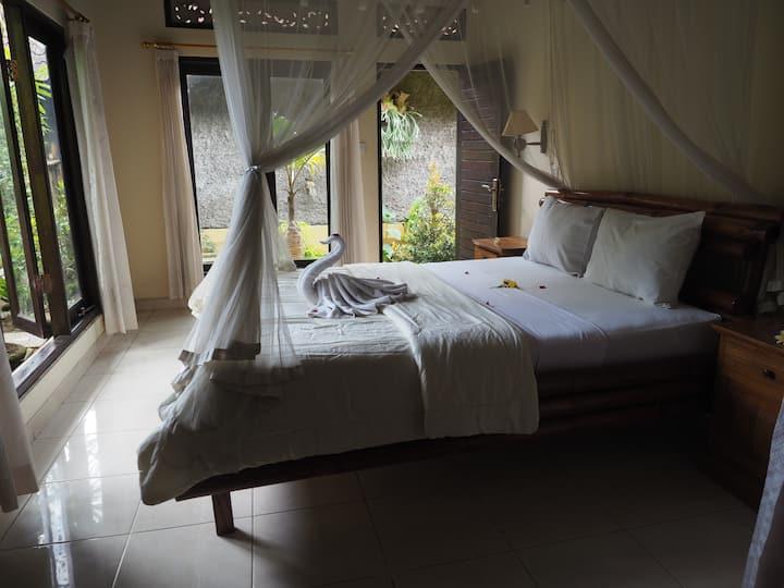 Lodra's homestay Lower Room nr Akasha.