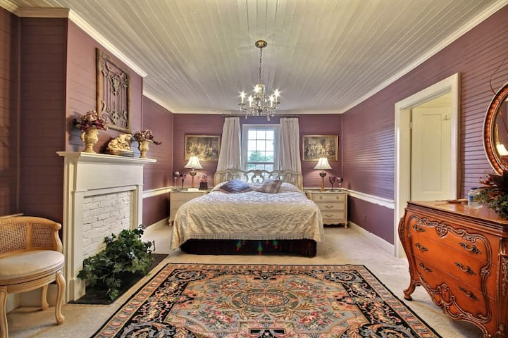 Amethyst Room in Rabun Manor Resort