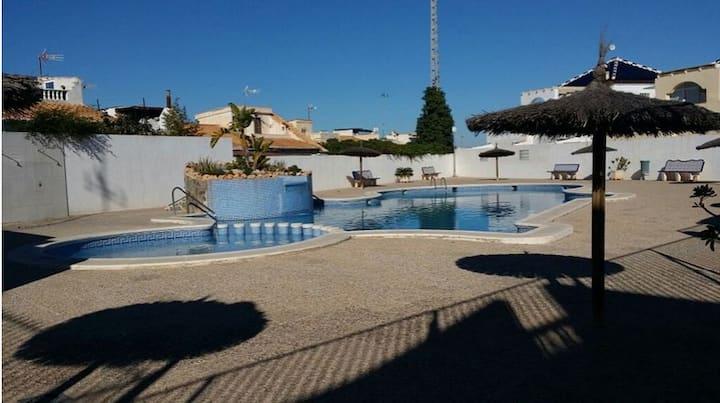 Maison climatisée avec internet et piscine