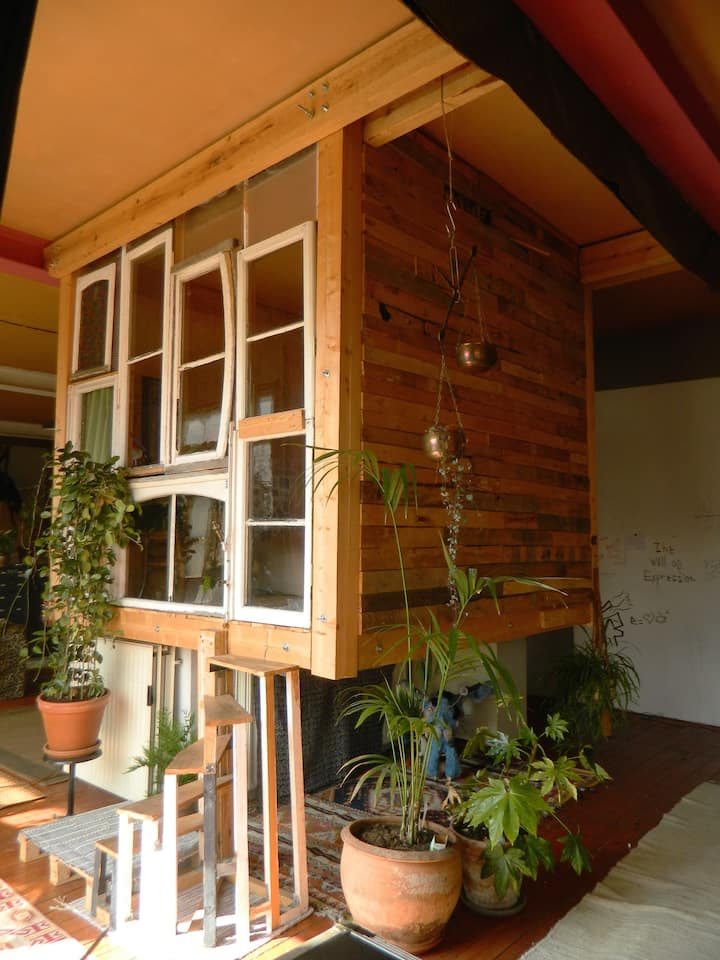 WOODEN CABIN floating in our Loft LONG-TERM IDEAL.