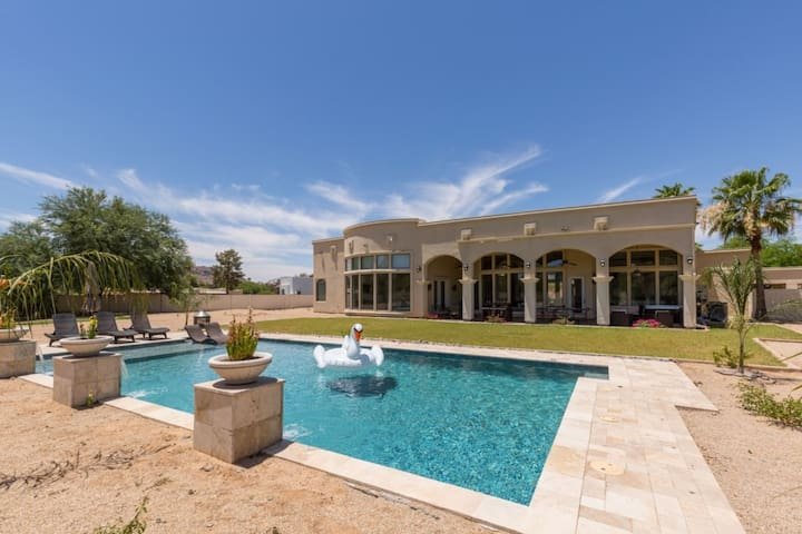 NEW PARADISE VALLEY ESCAPE - 7 MINS TO OLD TOWN