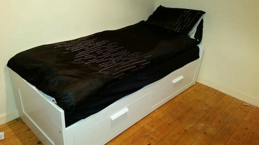 Single or double bed in a cosy flat - Edimburgo