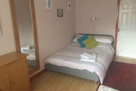 Ground floor double en-suite bedroom with parking