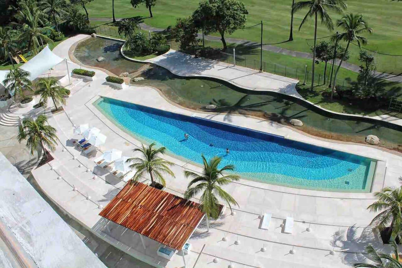 Amplia alberca olímpica y 2 albercas en forma de laguna que caracterizan al condominio y dan un ambiente natural al espacio.