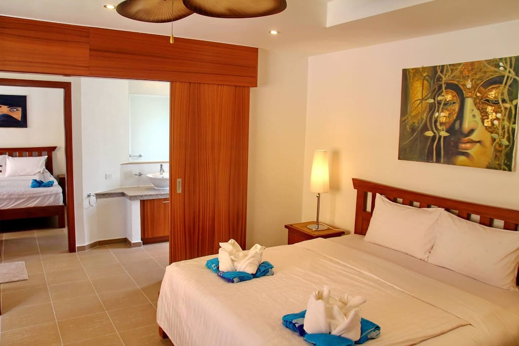 Masterbedroom Queens Suite Villa Sinlapa 21a