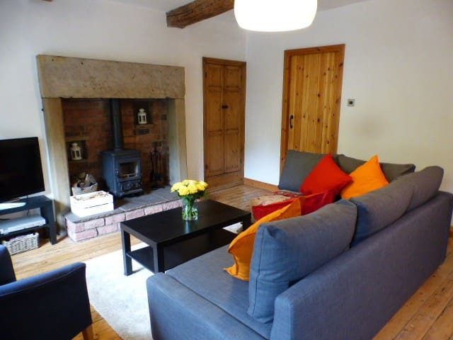 Sunnybrook - a delightful rural village cottage