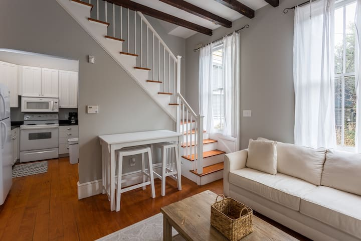 Beautiful Renovated Apartment One Block from King!